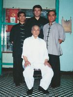 Meister Lok Yiu mit Meister Lok Sang, Si-Fu Wilhelm Blech und Meister Lok Kwong
